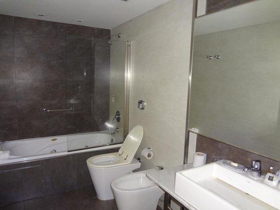 818 Suites : baño