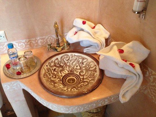 Riad La Porte Rouge: salle de bain