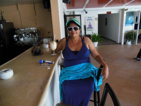 Hotel Napolitano: ME DRINKING PINA COLADA