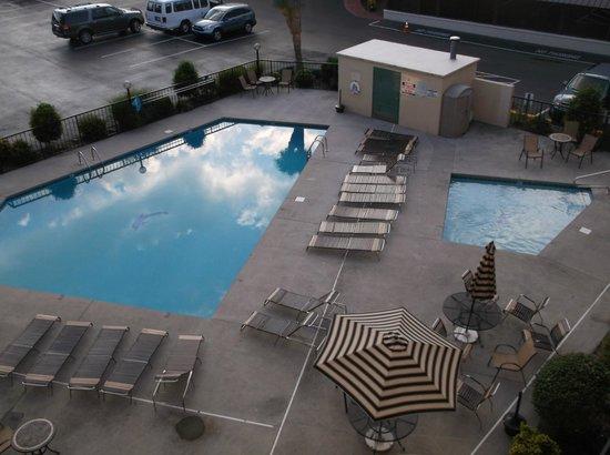 Valley Forge Inn: Outside Pool and kiddie pool very nice