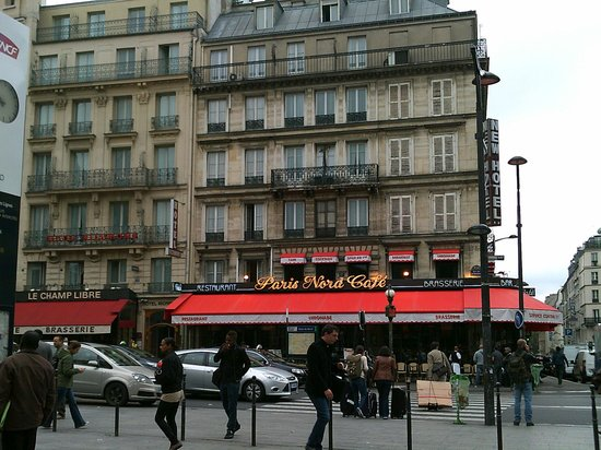 New Hotel Gare du Nord: Exterior of hotel from outside the Gare Du Nord