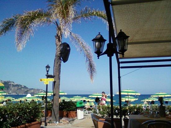 Lido Sayonara: Вид на море с террасы ресторана