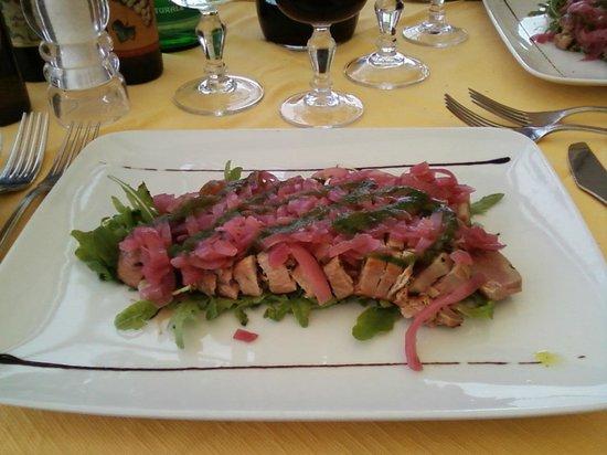 Lido Sayonara: Великолепный тунец под маринованным луком. Очень вкусно!