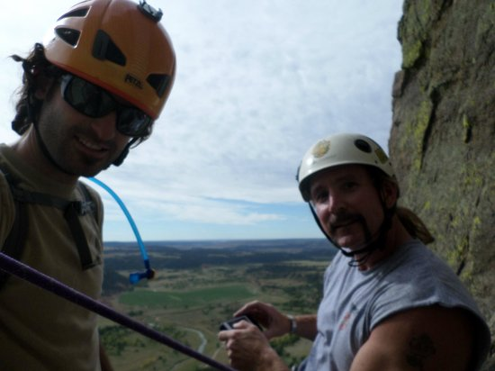 Devils Tower Lodge: Half way up with Felipe