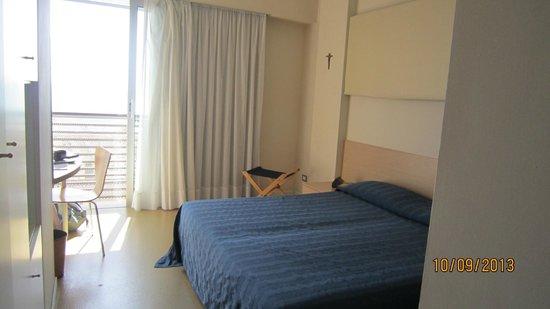 Hotel Rosanna: large double bed, bit hard but ok