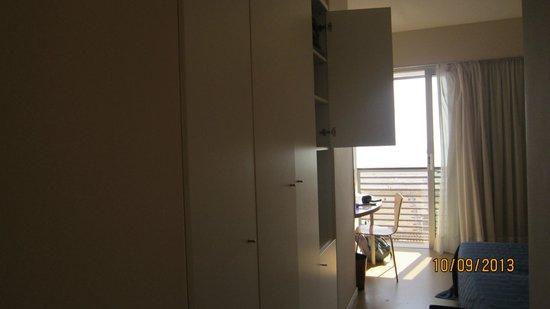 Hotel Rosanna: tv and storage