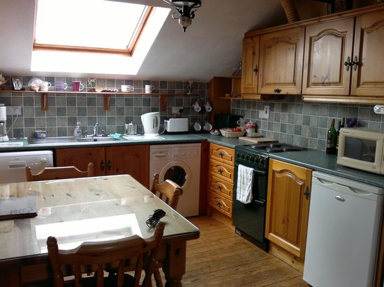 Atlantic View Cottages: our well equipped, bright kitchen