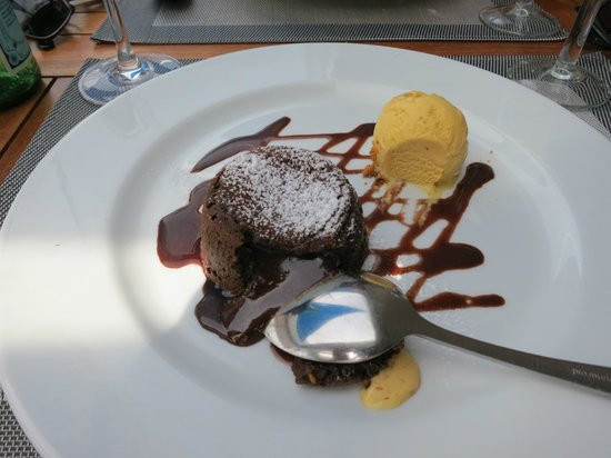 Les Voiles Saint Raphael : A perfect chocolate moelleux dessert!