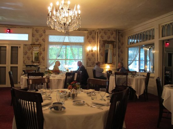 The Red Lion Inn : dining room