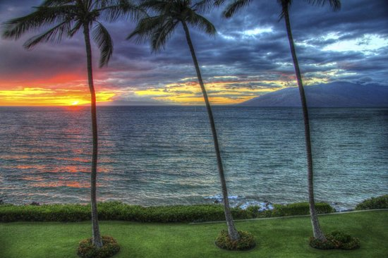 Royal Mauian: Sunset from lanai....heaven!!