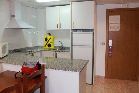FERGUS Alcoceber: esta habitacion es de apartamento con cocina salon y 1 habitacion