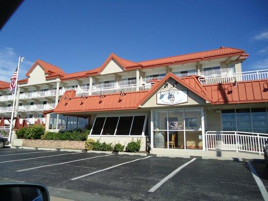 Montreal Beach Resort: Hotel Exterior