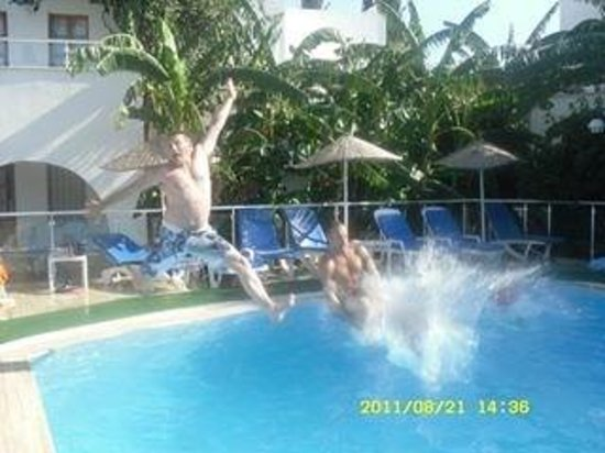 Filis Otel: Messing by the pool x
