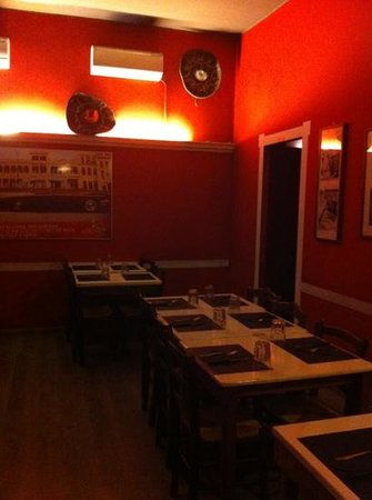 New Cafe Caracol: sala a Pian terreno