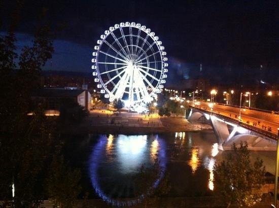 NH Ciudad de Zaragoza: las vistas de noche. hab 309