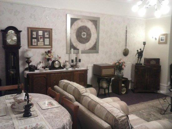 Newbury Hotel: The lounge