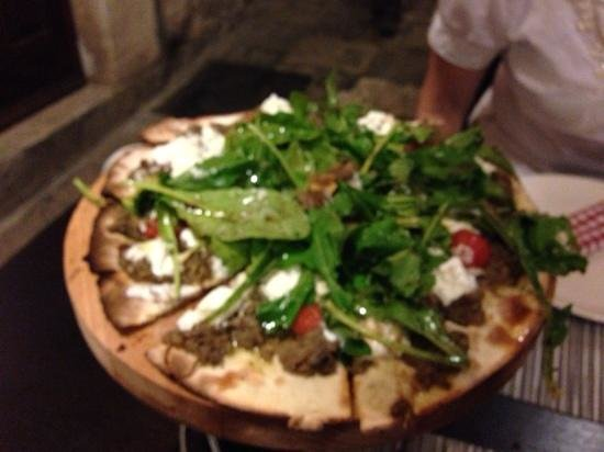 Gil's Little Bistro : the fake pizza