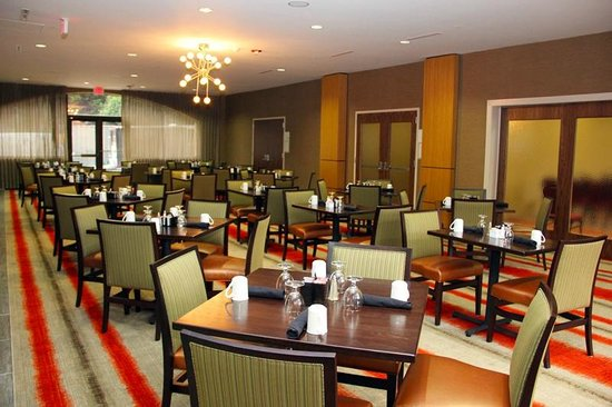 Holiday Inn Charlotte-University Place: Restaurant