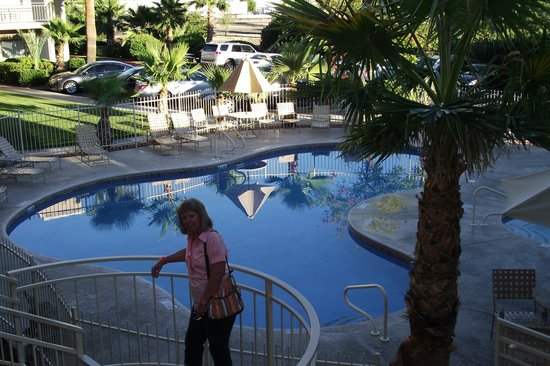 Clarion Suites: View of the pool