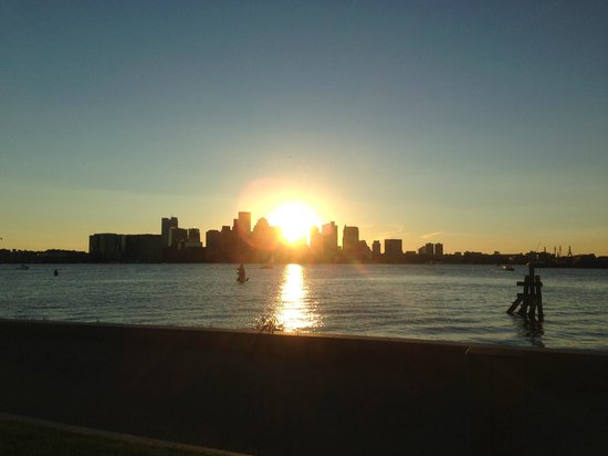 Hyatt Regency Boston Harbor: Sunset over Boston Harbor