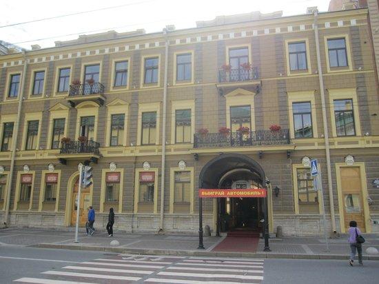 เซนต์ปีเตอร์สเบิร์ก, รัสเซีย: Elegante edificio del centro de San Petersburgo.