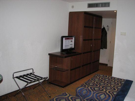 Ruime Tv Kast.Mooie Flatscreen Tv Ruime Kast Picture Of Mercure Hotel