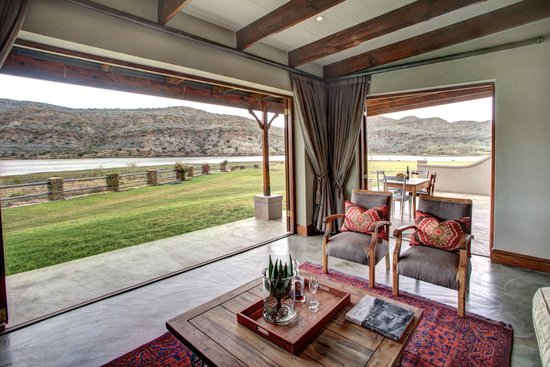 Madi-Madi Karoo Safari Lodge: Executive riverfront lounge view outside