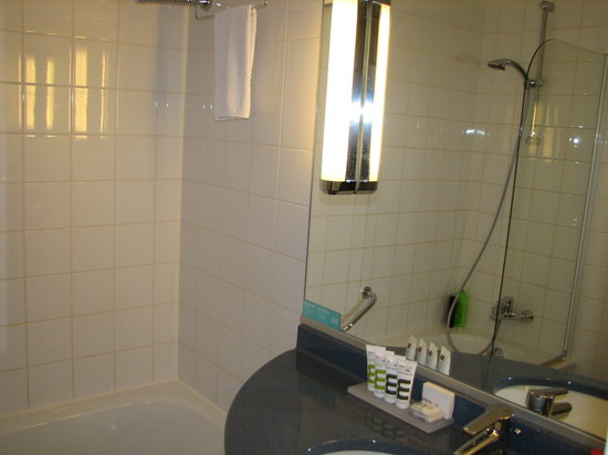 Mercure Hotel Amsterdam City: Ruime badkamer