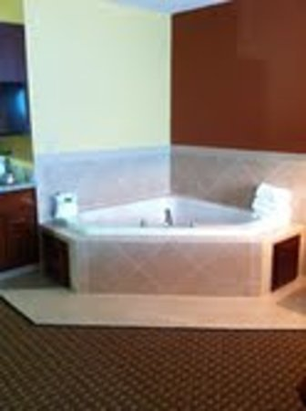 jacuzzi picture of holiday inn express and suites hazard tripadvisor tripadvisor