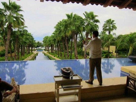 The St. Regis Punta Mita Resort : Friday champagne saber ritual