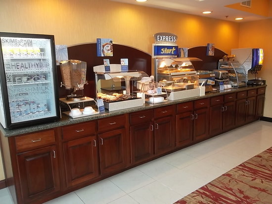 Holiday Inn Express and Suites Hazard: Express Breakfast Bar