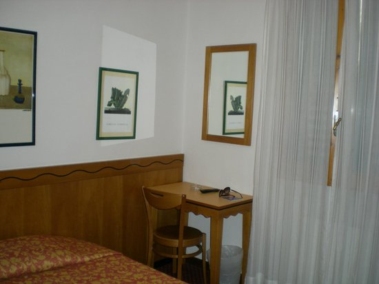 Hotel Nuova Italia: Room
