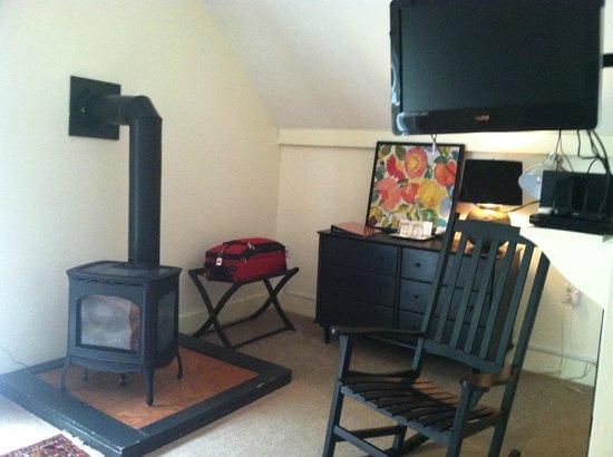 Halladay's Harvest Barn Inn: Added bonus of wood stove in our room