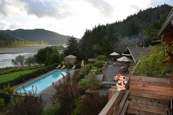 Tu Tu Tun Lodge: Terrace and Pool
