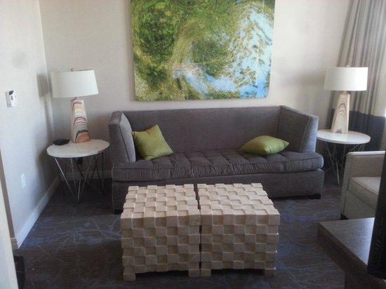 Kimpton Hotel Palomar Philadelphia: 1 bd deluxe suite living room