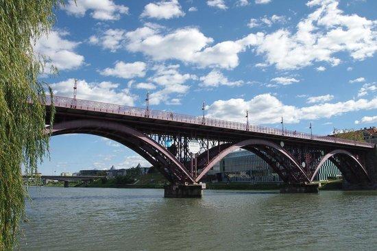Water Tower : Brücke über die Drau