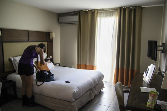 Hôtel Résidence Les Pins Galants: Cocina y dormitorio en la misma habitación