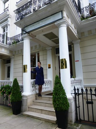 The Premier Notting Hill : At the entrance you will be greeted by a doorman. A good holiday! On picture the author of revie