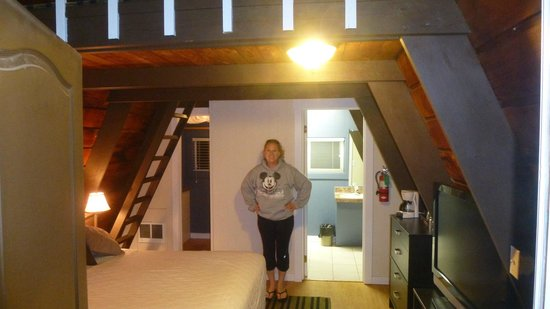 Pacific Reef Hotel - Gold Beach : Little Cabin and a beautiful woman