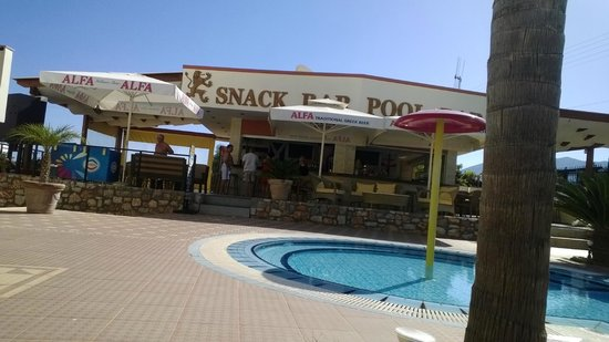 Real Palace: bar and jacuzzi
