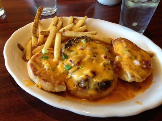 The Northern Pines Restaurant: Green chili cheeseburger