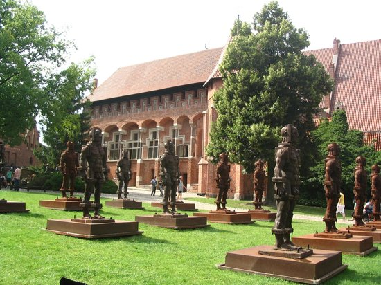 Willa Biala Lilia: Iron men in Malbork Castle