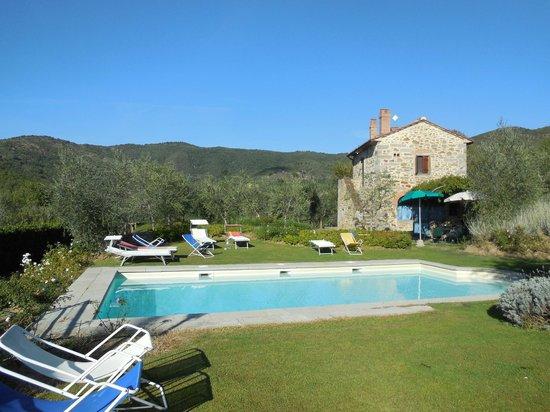 Casali in Val di Chio by Famiglia Buccelletti: Pool & Villas
