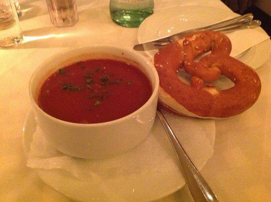 Hotel Deutsche Eiche : Tomatensuppe, mit Gin verfeinert