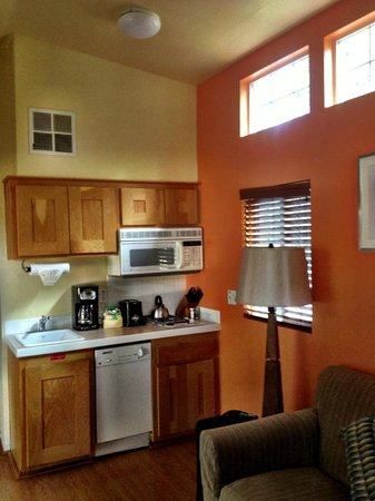 RiverPointe Napa Valley Resort: Small kitchen but useable