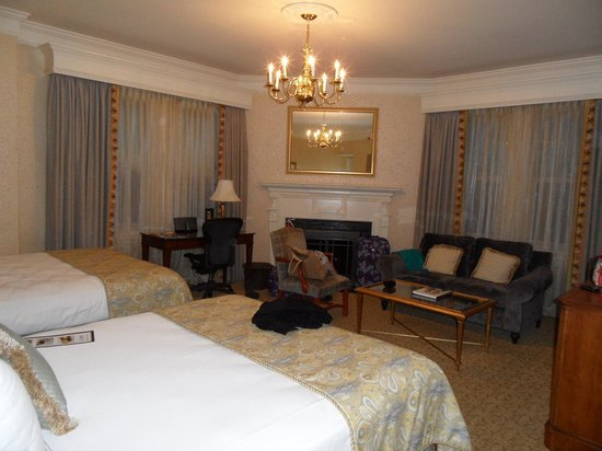 Lenox Hotel : lovely spacious room, comfortable beds