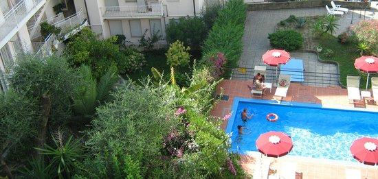 Hotel Principe : вид на бассейн
