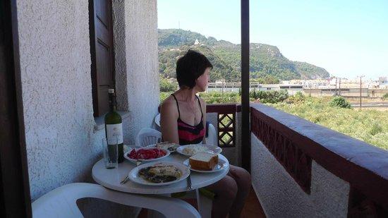 Anema by the Sea Guesthouse: Вид с балкона на холм с церковью Святой Троицы