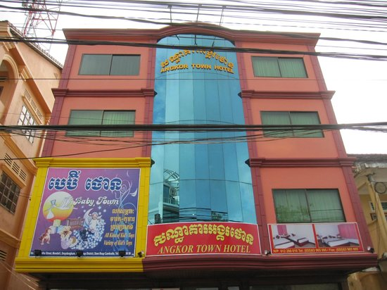Angkor Town Hotel: Parte superior de la fachada.