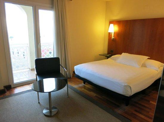 AC Hotel La Linea : Zimmer mit Balkon